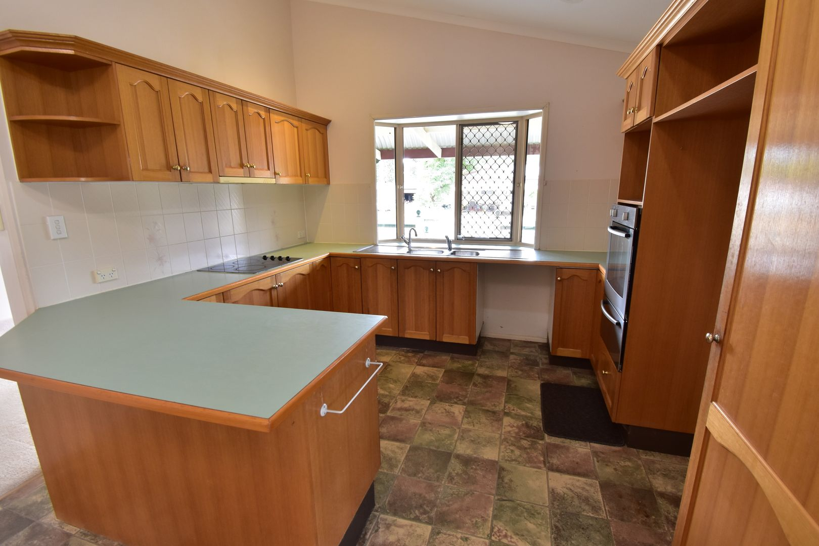 27 Robin Road, Longreach QLD 4730, Image 2