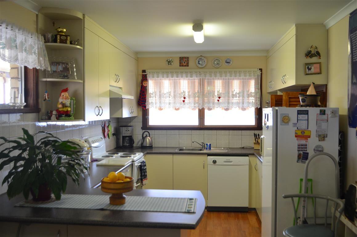 6 Mountain Avenue, Batlow NSW 2730, Image 1