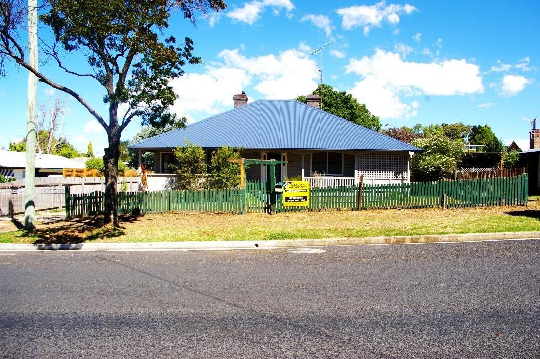 56 Queen St, Uralla NSW 2358, Image 0