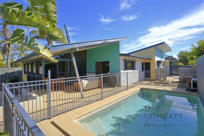 Picture of 10 Lakeside Close, BARGARA QLD 4670