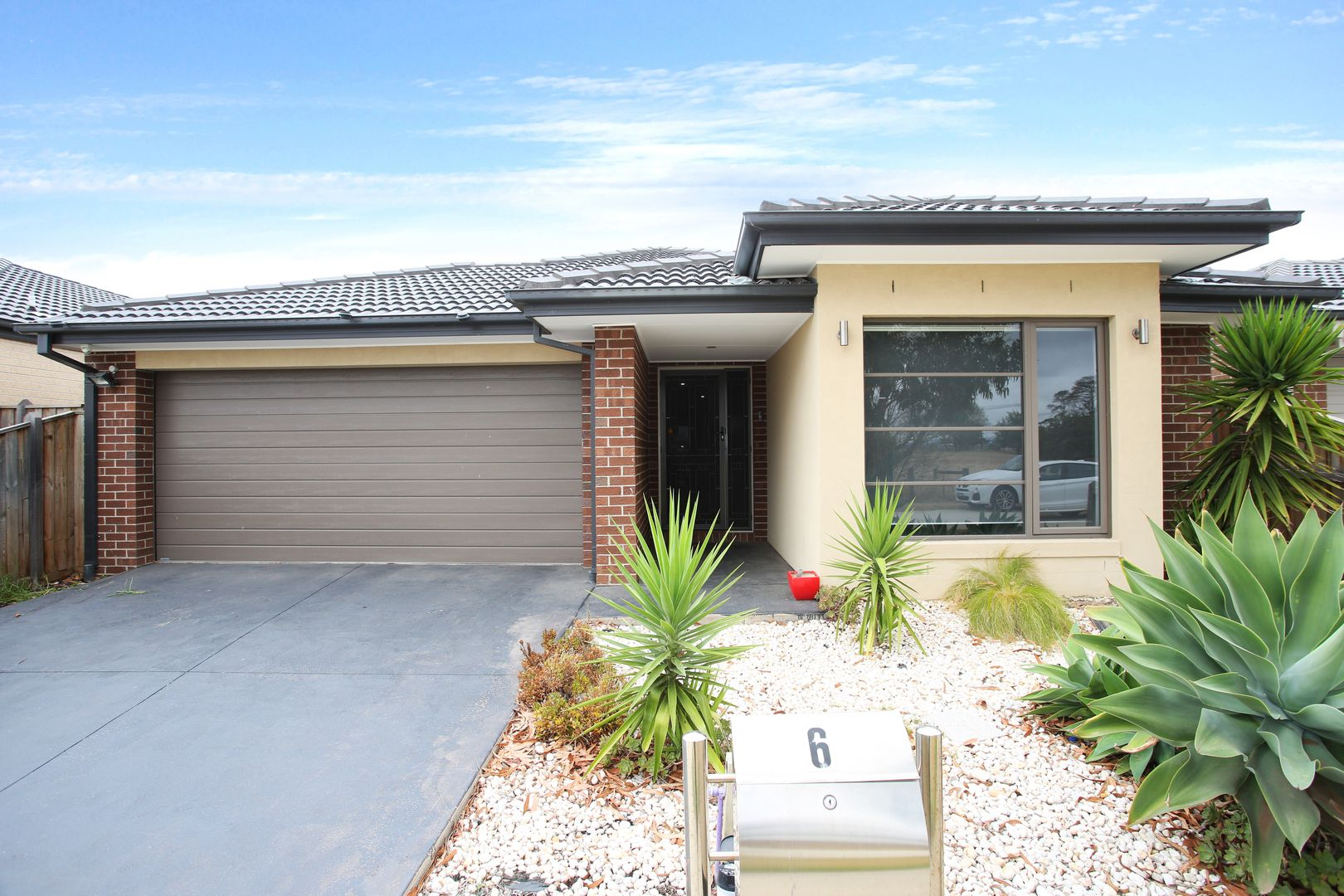 6 Pipers Place, Clyde North VIC 3978, Image 0