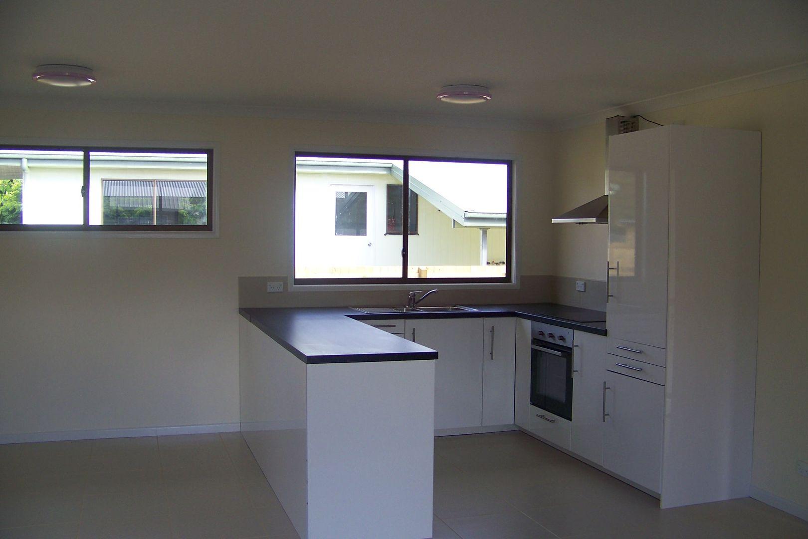 24 CREST HAVEN, Lamb Island QLD 4184, Image 2