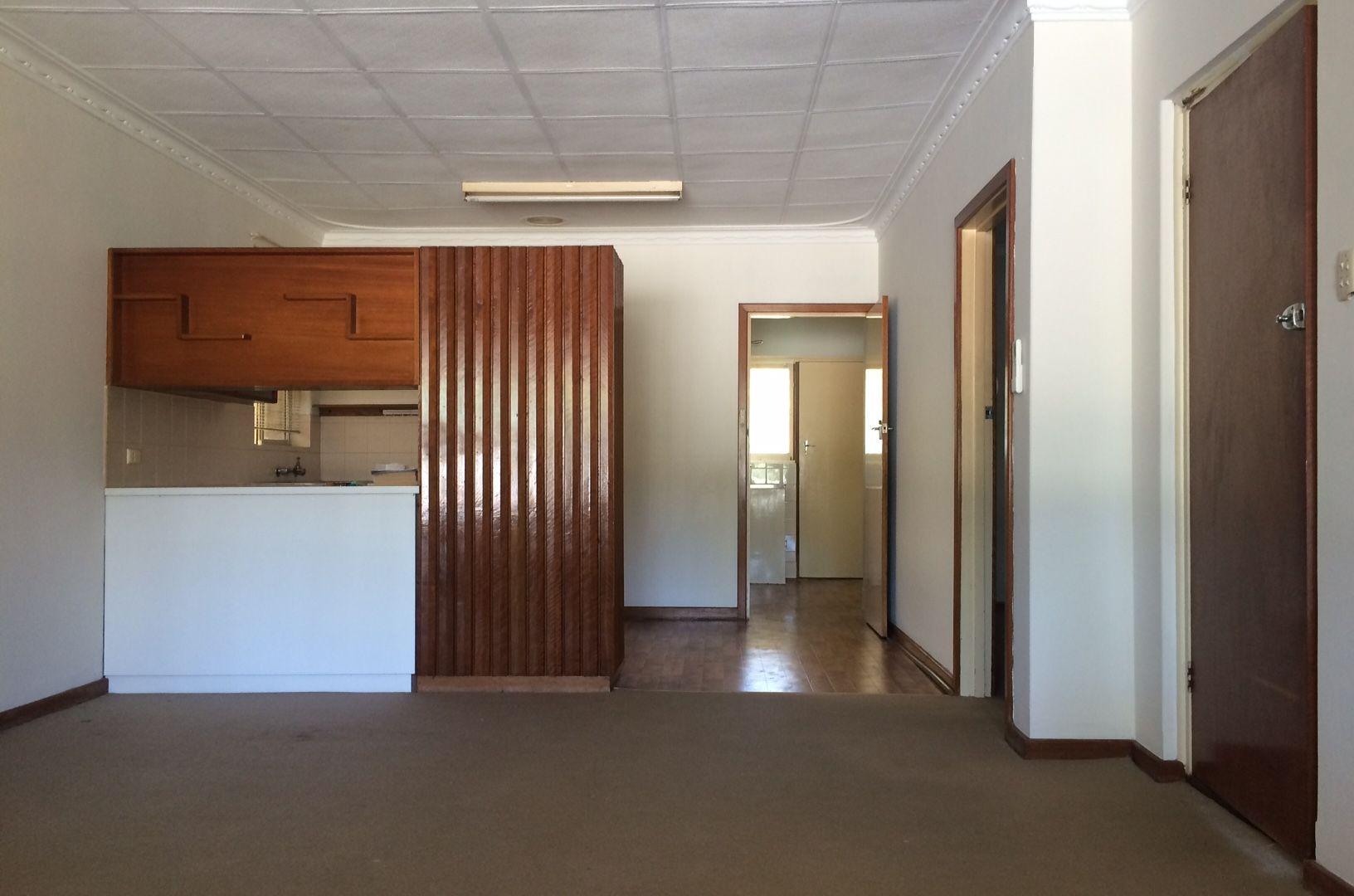 8 Waverley Place, Dianella WA 6059, Image 2