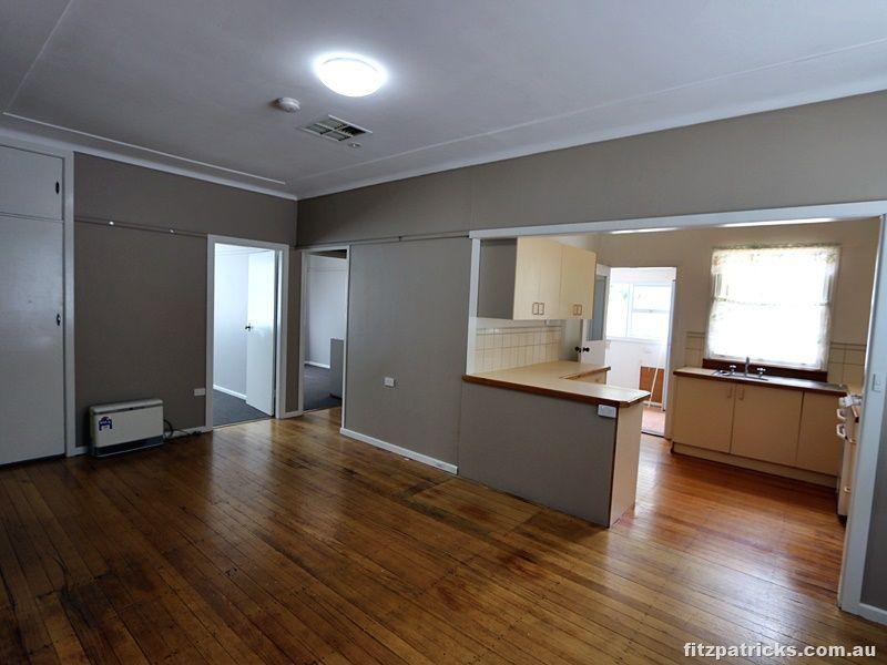 31 Castlereagh Avenue, Mount Austin NSW 2650, Image 2