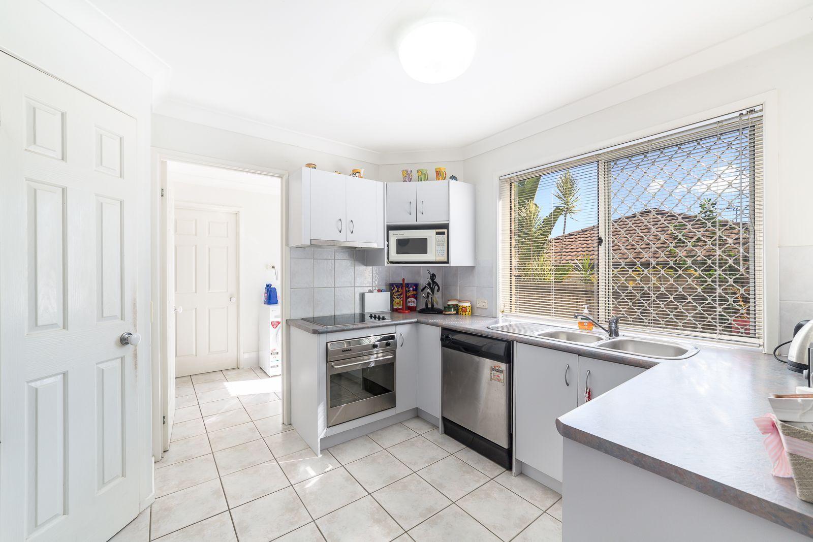 14/2 Penda Court, Merrimac QLD 4226, Image 2