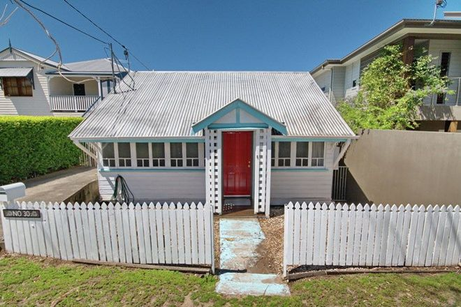 Picture of 30 Oakley Street, MANLY QLD 4179