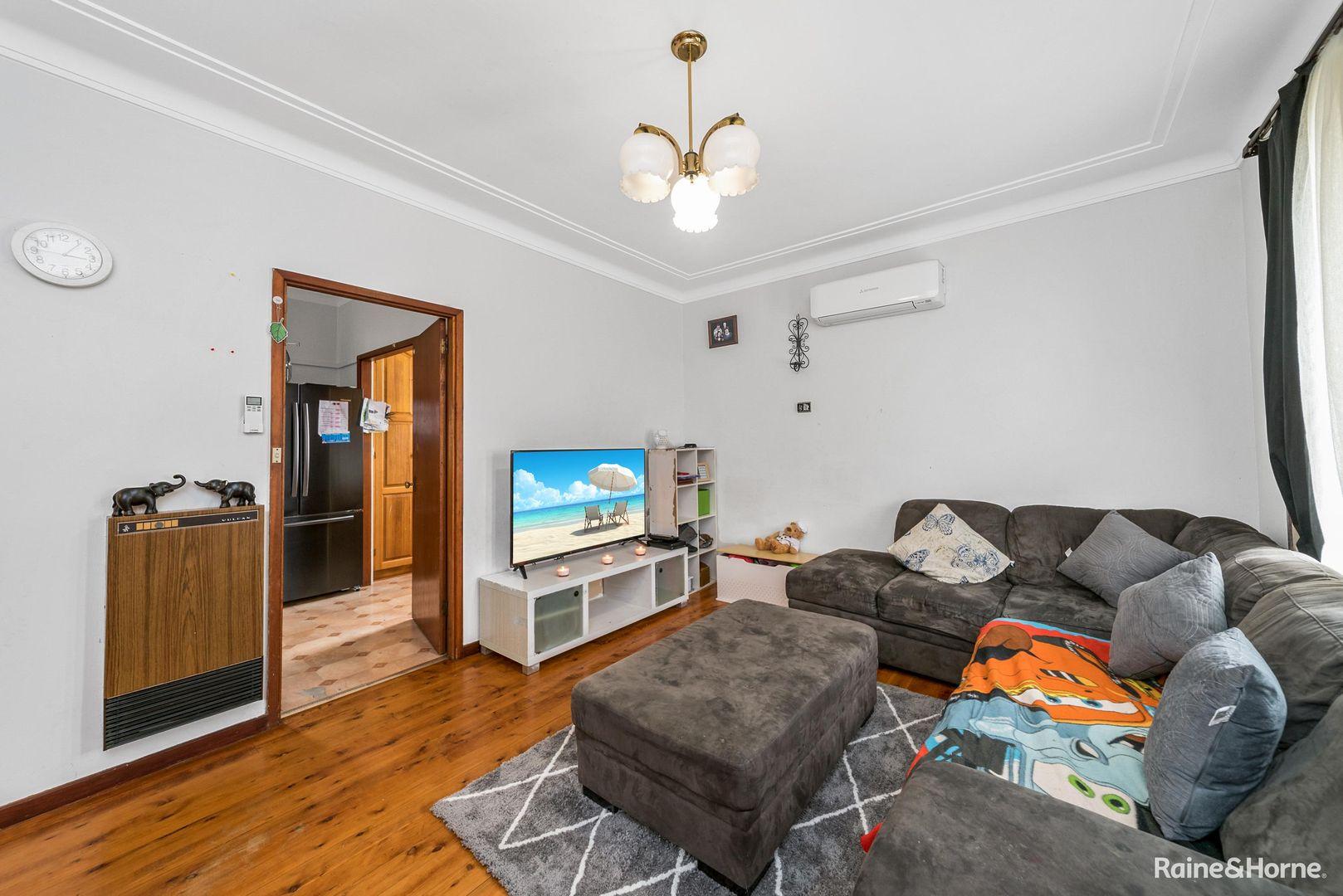 8 Hollis Avenue, Goulburn NSW 2580, Image 1
