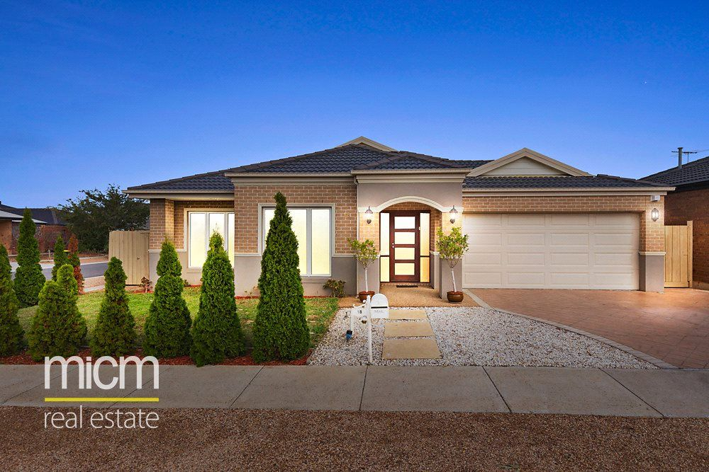 18 Cloudy Crescent, Point Cook VIC 3030, Image 0
