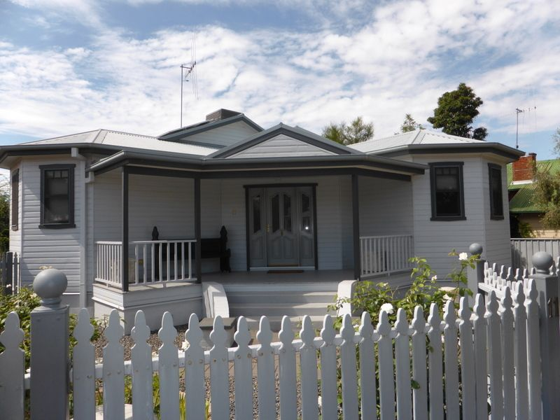 11 Close Street, Parkes NSW 2870, Image 0