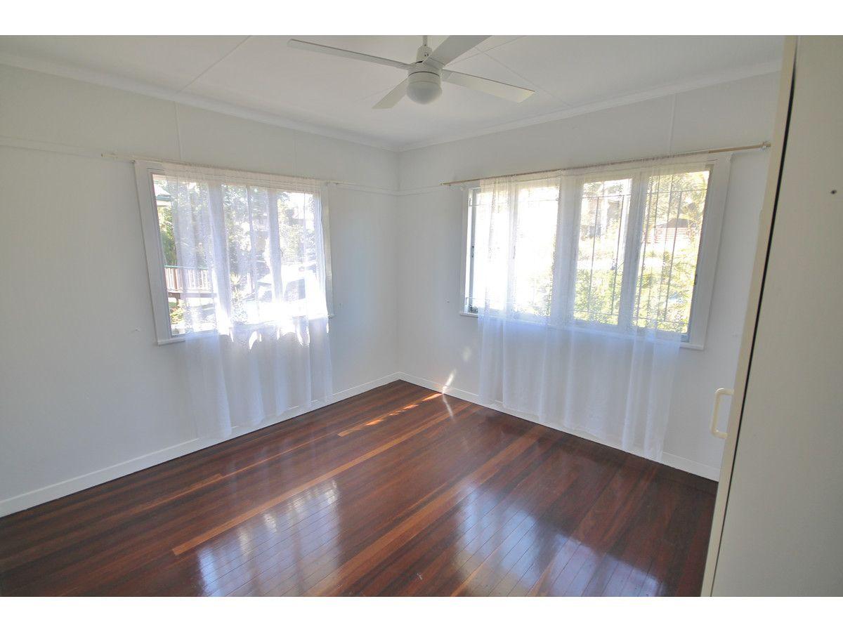 22 Megalong Street, Holland Park West QLD 4121, Image 2