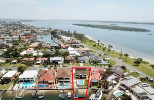 Picture of 4 Runaway Bay Avenue, Runaway Bay QLD 4216