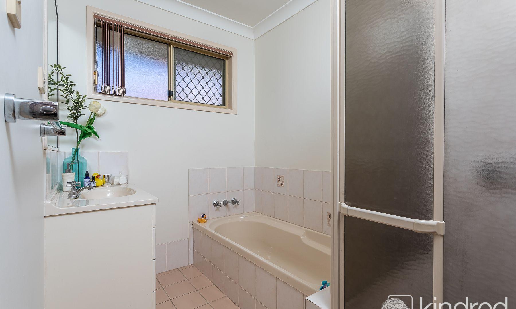 37 Xanadu Cres, Rothwell QLD 4022, Image 2