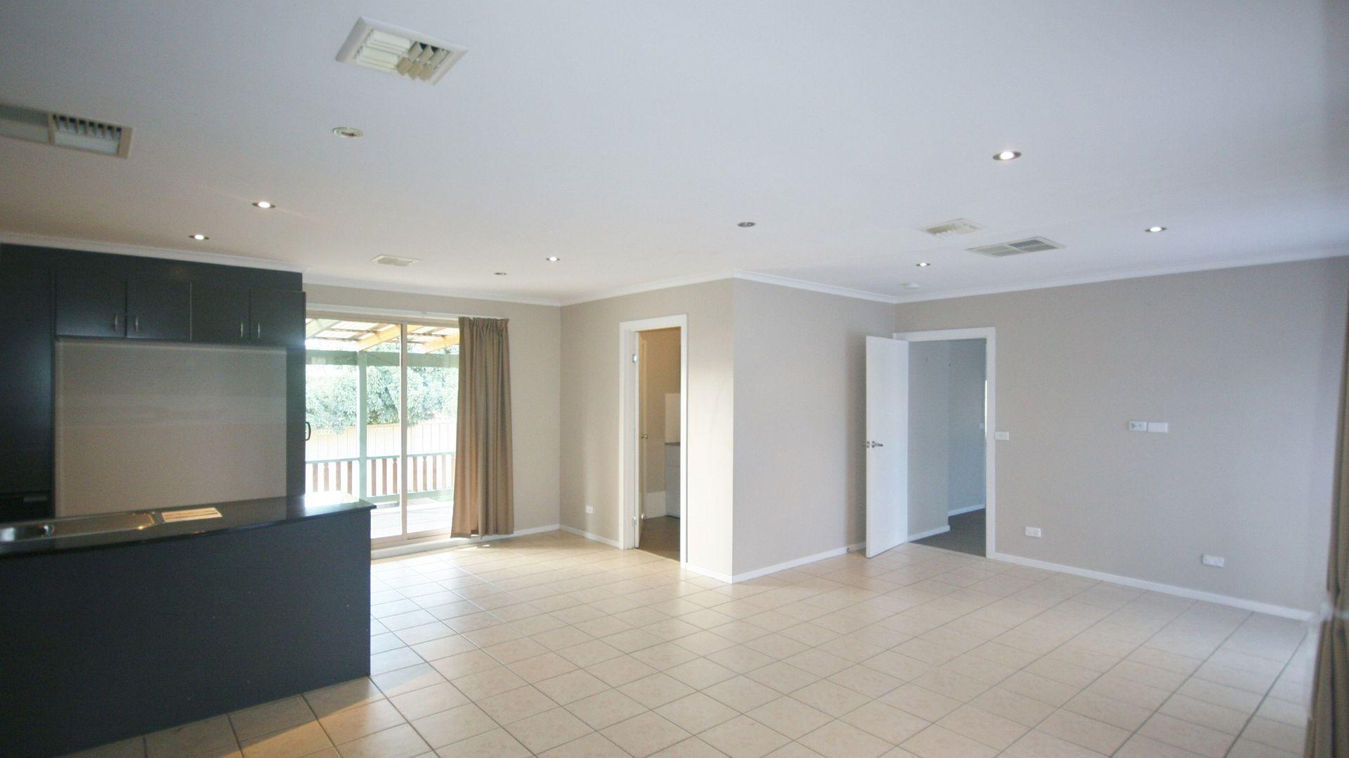 5 Glennie Place, Queanbeyan NSW 2620, Image 2