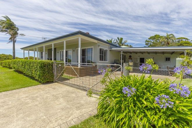 Picture of 17 Curlew Avenue, PINDIMAR NSW 2324
