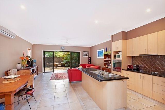 Tabilban Street, Burleigh Heads QLD 4220, Image 2