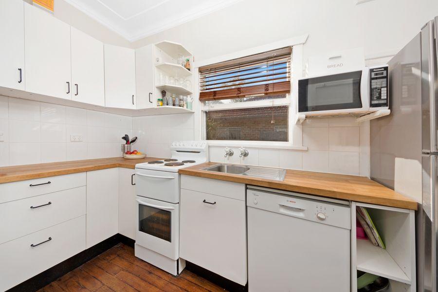 207 Oak Road, Kirrawee NSW 2232, Image 2
