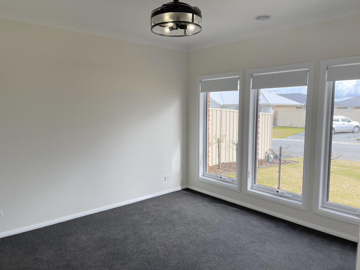 11 Wallaby Street, Gobbagombalin NSW 2650, Image 2