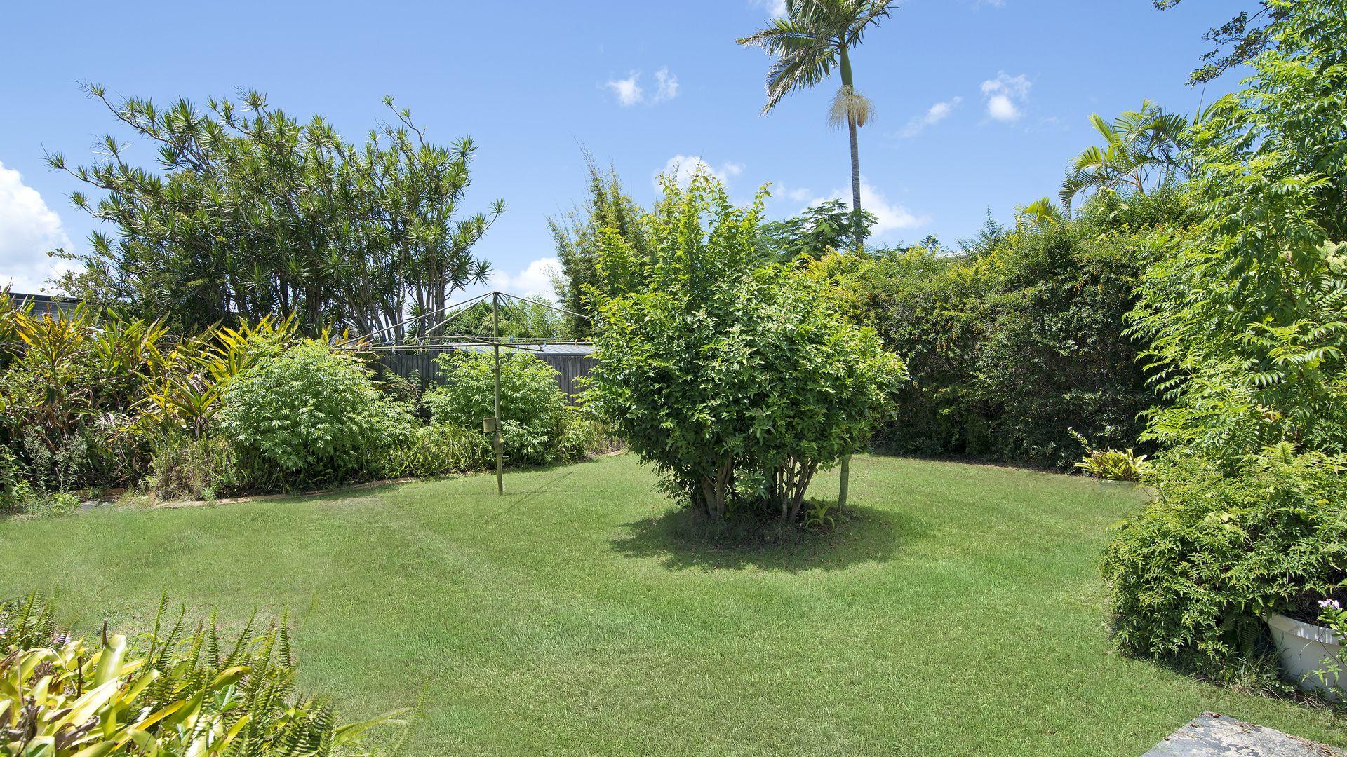 42 Denawen Street, Palm Beach QLD 4221, Image 2