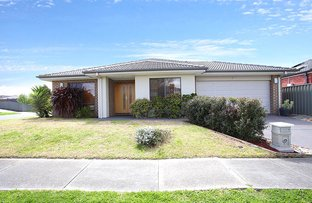 2 Northumbria street, Cranbourne East VIC 3977