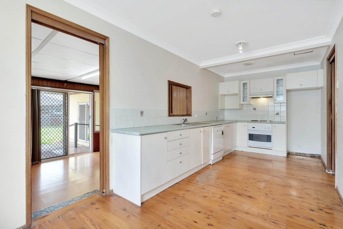 9 Quiros Avenue, Fairfield West NSW 2165, Image 2