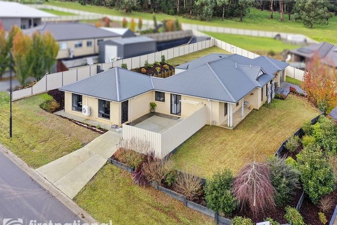 Picture of 7 Valleyview Grove, DROUIN VIC 3818