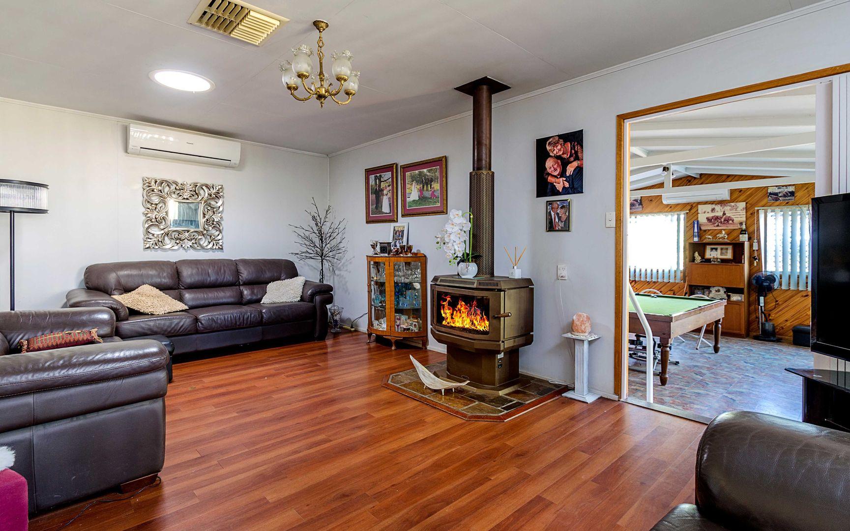 23 Warner St, Rosenthal Heights QLD 4370, Image 2