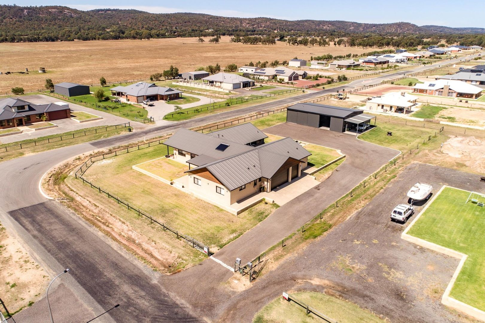 121 Rangeview Loop, Serpentine WA 6125, Image 2