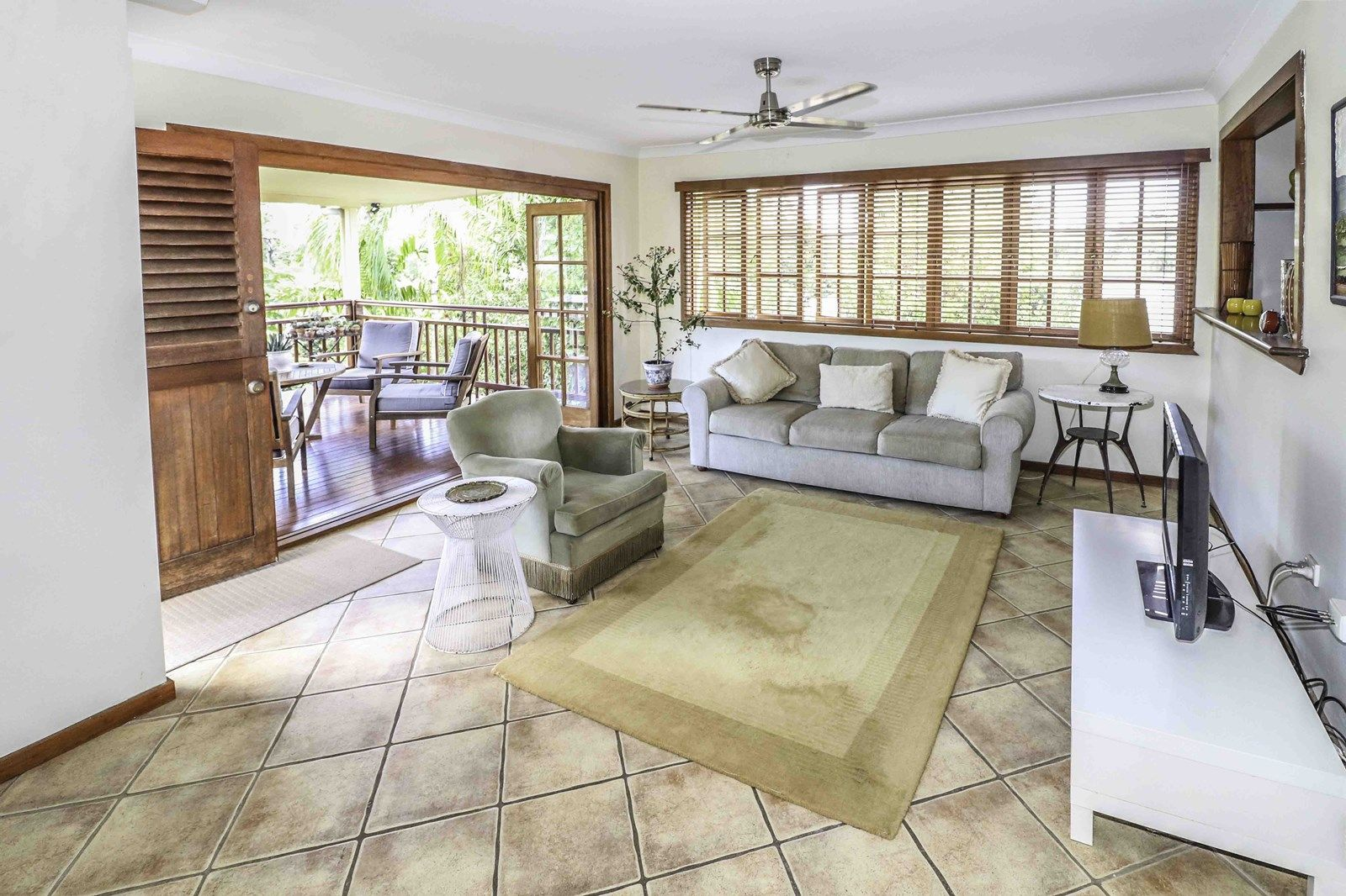 141 Hillview Crescent, Whitfield QLD 4870, Image 2