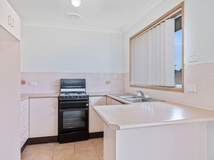10 Carandini Street, St Helens Park NSW 2560, Image 2