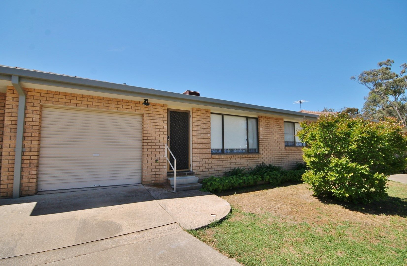 2/63 Blackett Avenue, Young NSW 2594, Image 0