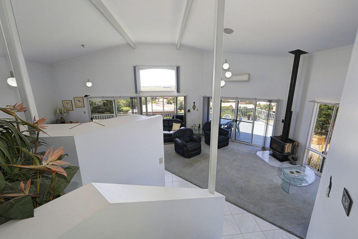 1 Hilltop Avenue, Qunaba QLD 4670, Image 2