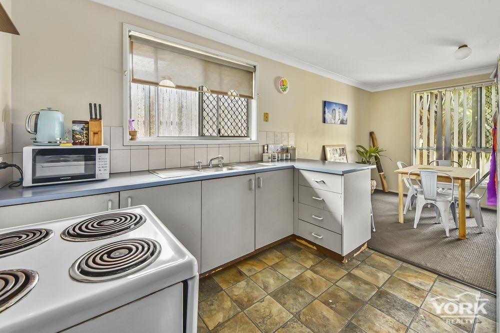 26 Bruntnell Street, Kearneys Spring QLD 4350, Image 2