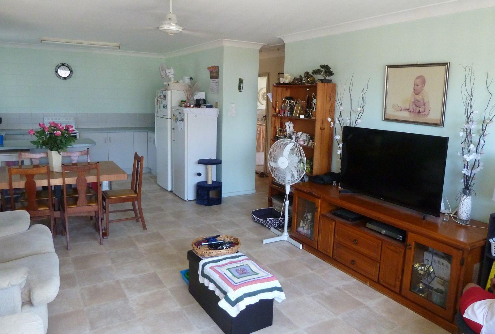 Units 1, 2 & 3/4 Palara Street, Currajong QLD 4812, Image 2