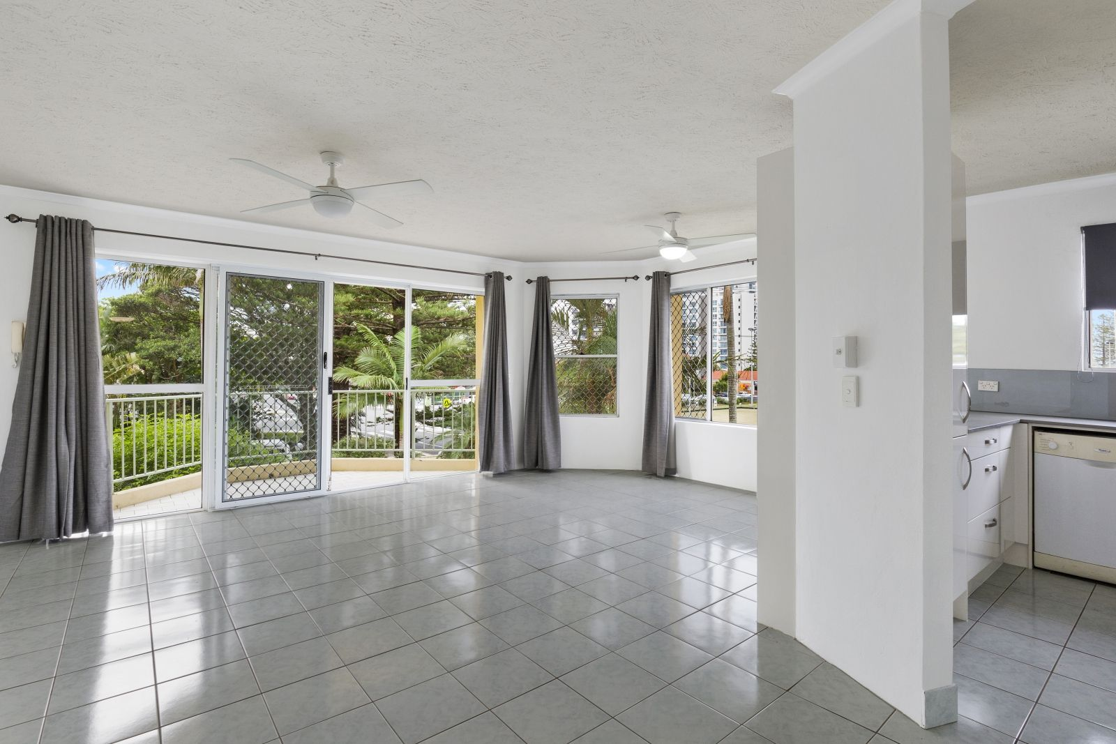 5/166 Surf Pde, Broadbeach QLD 4218, Image 0