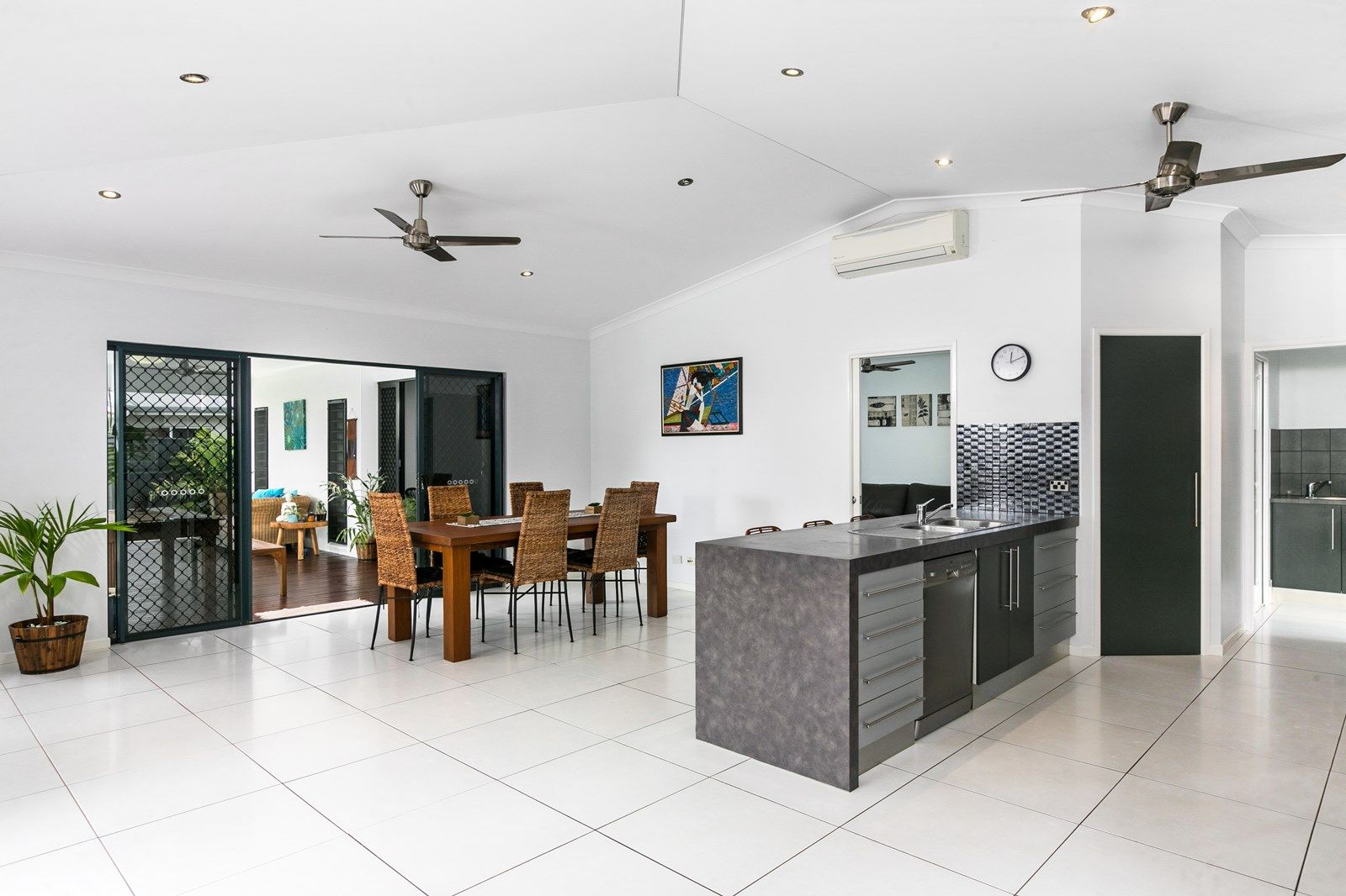 23 Lagoon Drive, Trinity Beach QLD 4879, Image 2