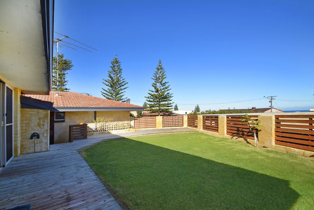 2/13 Elsie Street, Watermans Bay WA 6020, Image 1