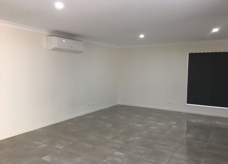 5 Maurie Pears Crescent, Pimpama QLD 4209, Image 2