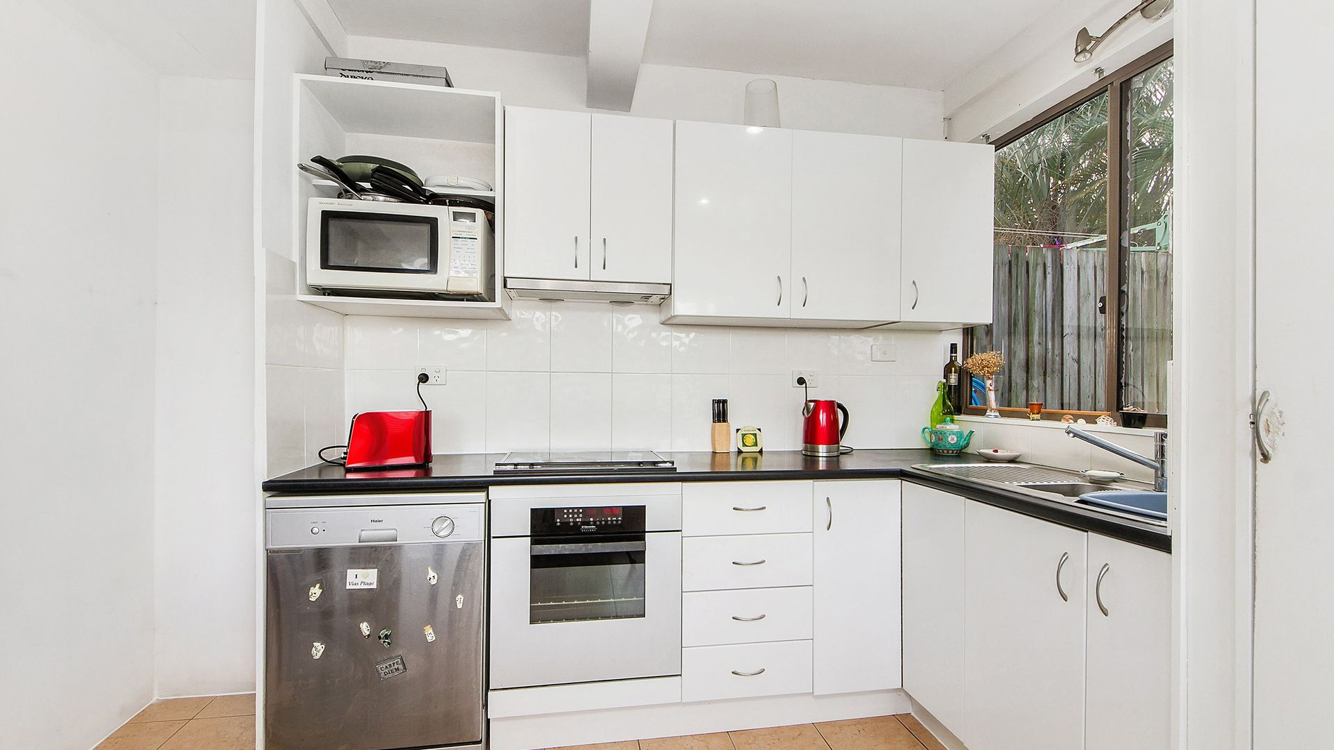 33 Brooke Avenue, Southport QLD 4215, Image 1