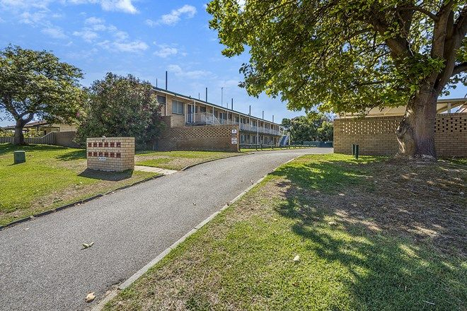Picture of 4/60 Gloucester Crescent, SHOALWATER WA 6169