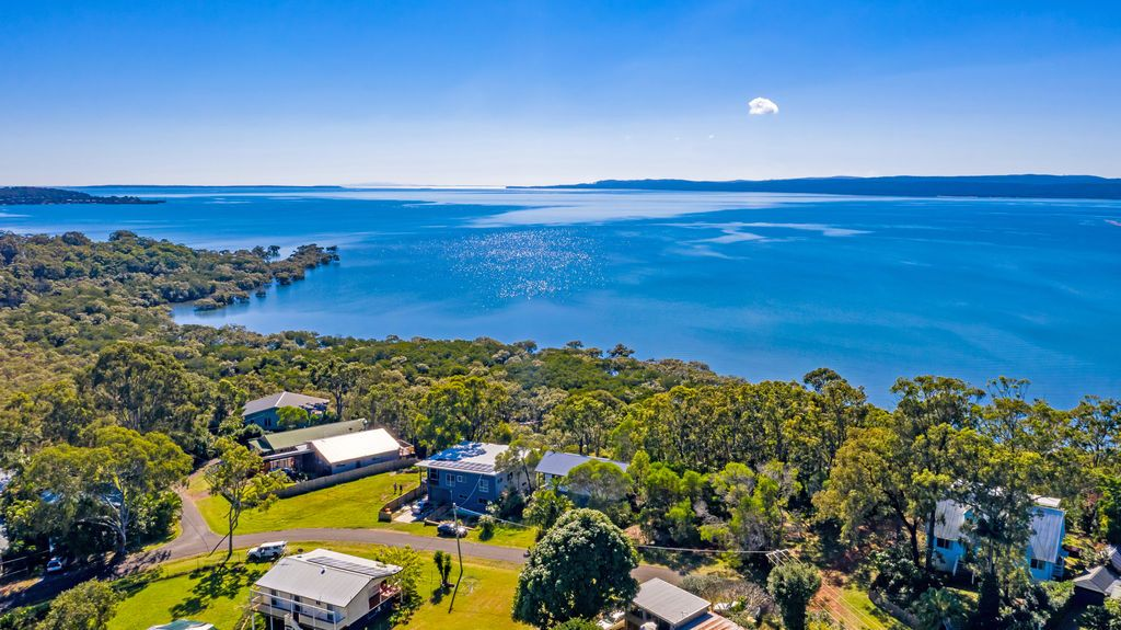 36 Blue Waters Crescent, Macleay Island QLD 4184, Image 0