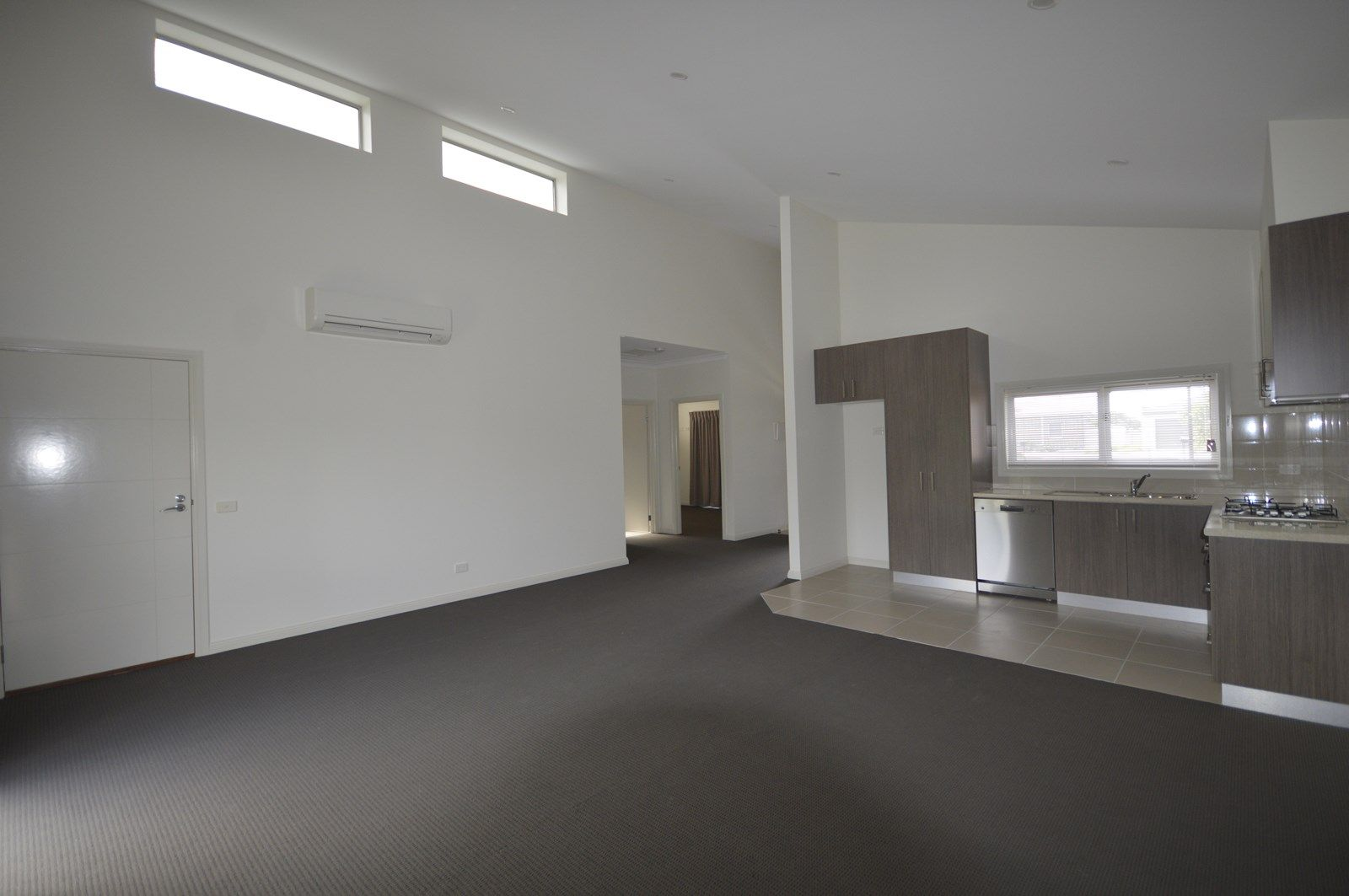 Large 2 Bdrm Unit/83 Marshalls Road, Traralgon VIC 3844, Image 2