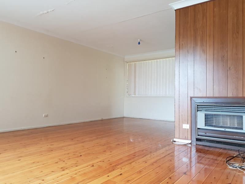 117 ST JOHNS ROAD, Bradbury NSW 2560, Image 2