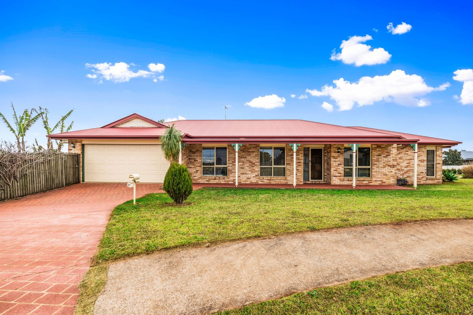 37 Hinchliffe Drive, Kearneys Spring QLD 4350, Image 0