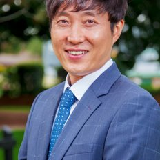 Daniel Yu, property manager