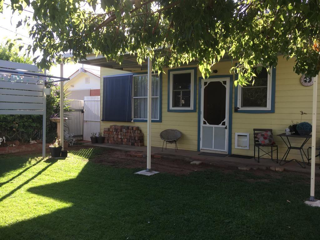 10 Currawang Avenue, Leeton NSW 2705, Image 2