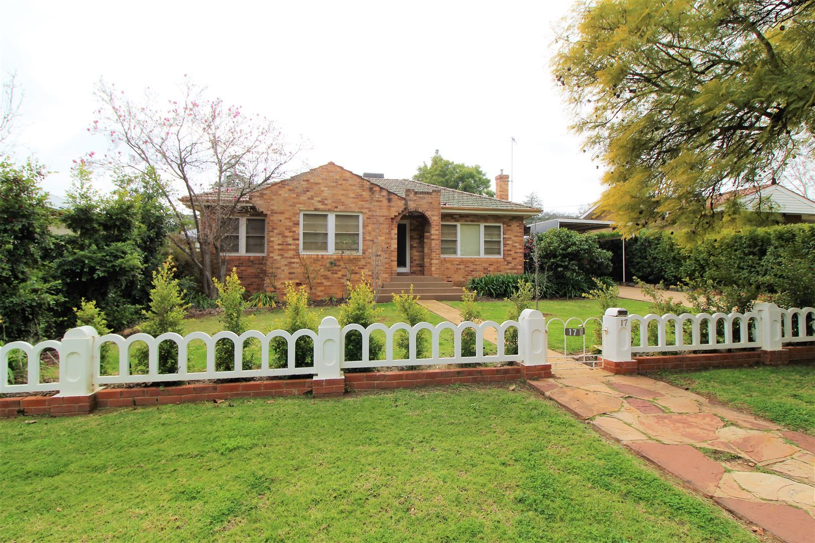 17 Gordon Avenue, Griffith NSW 2680, Image 0