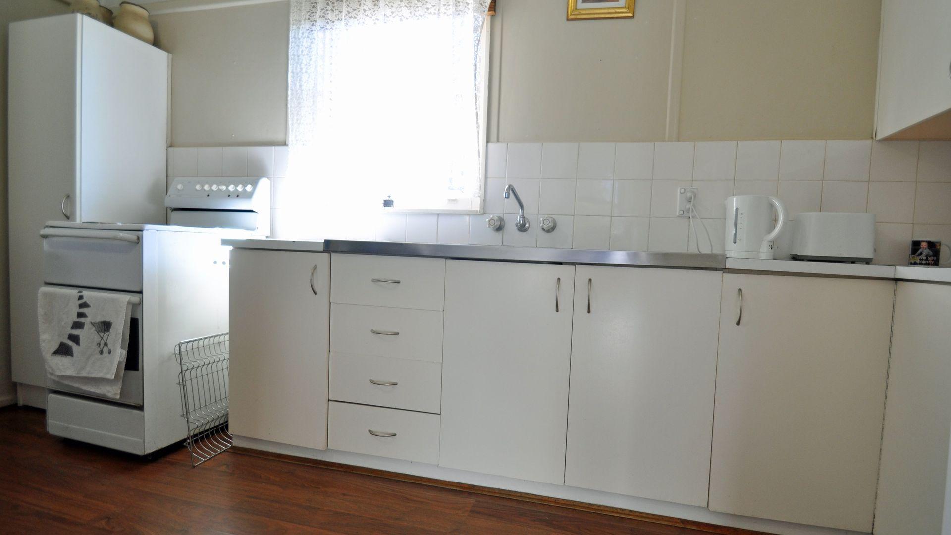 6 Robert Street, Junee NSW 2663, Image 2