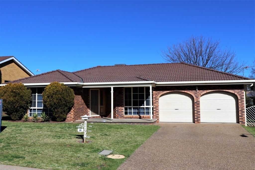 23 Pineview Circuit, Young NSW 2594, Image 0