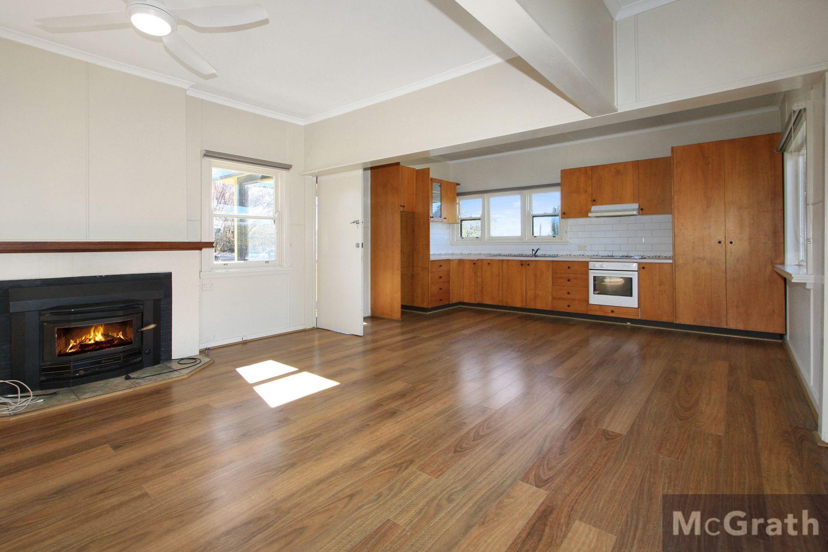33 Iris Street, Bombala NSW 2632, Image 2
