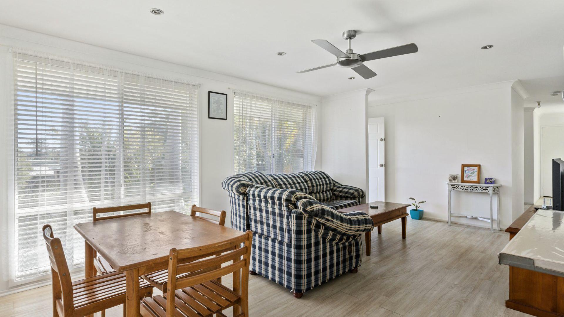 11 Whiteswan Avenue, Blue Haven NSW 2262, Image 2